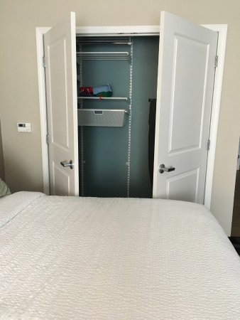Harvey, LA: ADA room closet