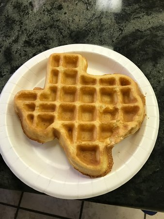 Sonora, Teksas: The waffle maker in the breakfast area makes Texas-shaped waffles!