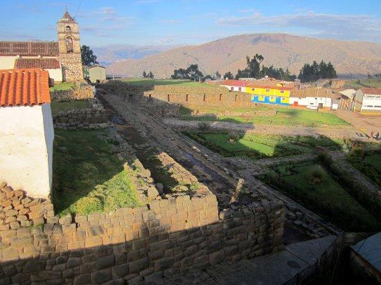 Vilcashuaman, Peru: Iglesia colonial sobre bases de un palacio inca
