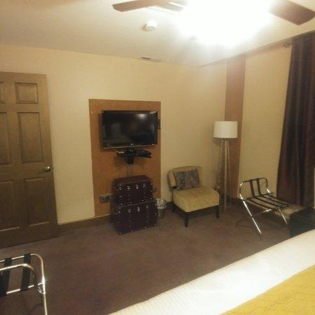 Main Room - Queen Bed