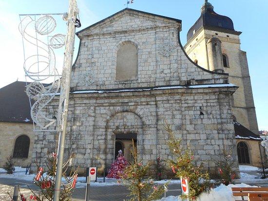 déco entrée - Picture of Eglise Saint-Benigne de Pontarlier ...