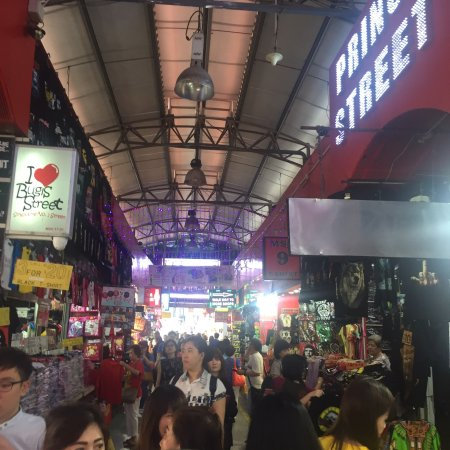 Bugis Street: Overcrowded market street. Huge with multiple floors and ally ways.