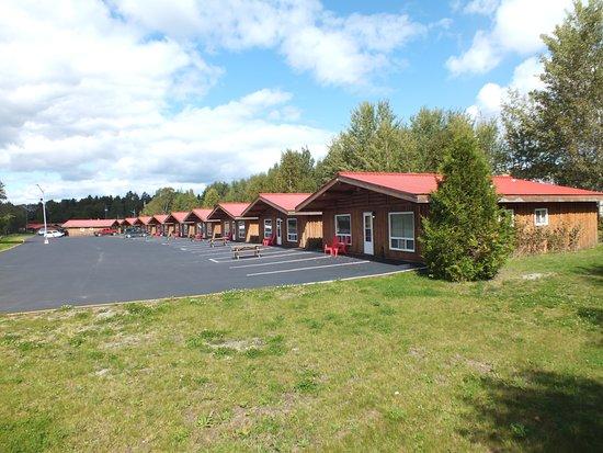 Wawa Motor Inn: Chalet Exterior