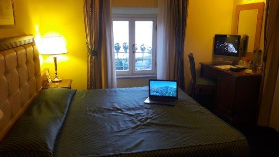 Hotel San Giorgio: La bellissima stanza con vista mare.