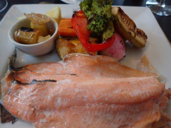 Hosteria El Pilar: trout with veggies