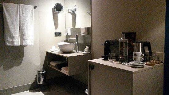 Salle de bain ouverte sur la chambre n°3 - Picture of Boutiquehotel ...