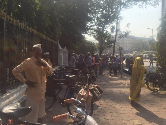 Raconteur Walks Mumbai: Dabbawalas ready to go!
