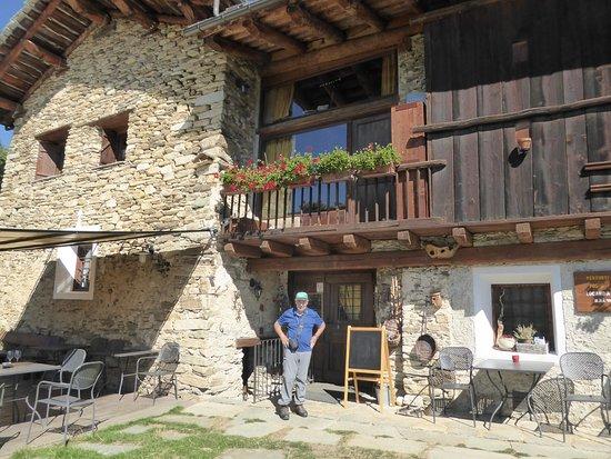 Stroppo, Italien: Eingang zur Locanda Codirosso