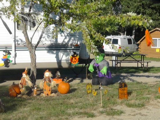 Covert, MI: Site decorating on Halloween weekends