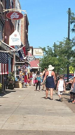 Covert, MI: Fun times shopping and dining downtown South Haven