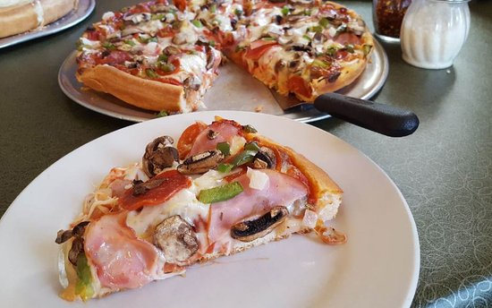 Vince's Restaurant & Pizzeria: Uncle Tony's Pizza on sicilian crust