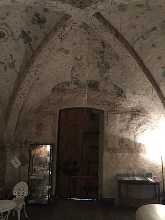 Taby, Suecia: very old paintings on the walls and ceilings