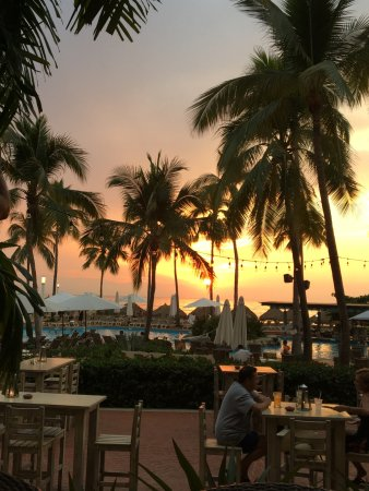 Sheraton Buganvilias Resort & Convention Center : Sunset from the Lobby Bar