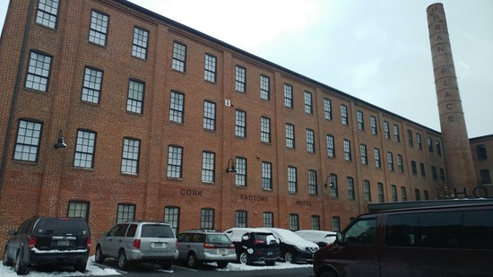 Cork Factory Hotel: View of the outside of the hotel