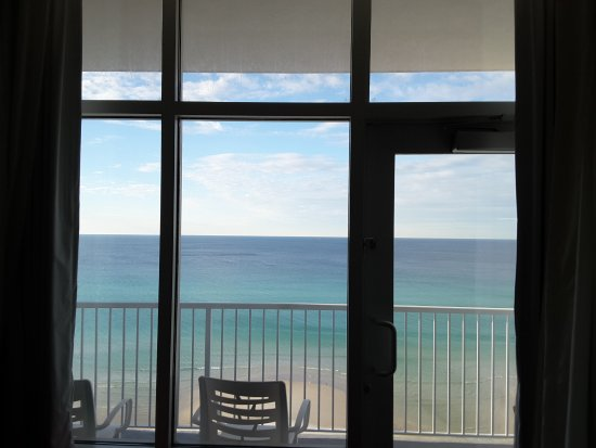 Hampton Inn & Suites Panama City Beach-Beachfront: The view from our bed
