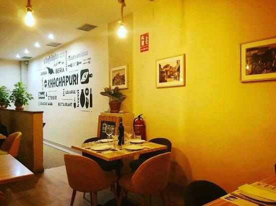 Resultado de imagen de khachapuri restaurante Madrid imágenes