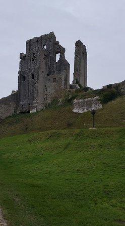 Corfe Castle, UK: The awesome keep