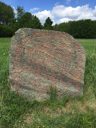Jarlabanke Runestones: ornately decorated