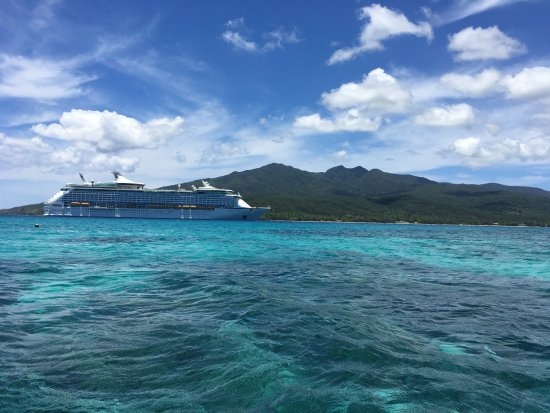 Mystery Island, Vanuatu: The stunning view of the ship and the gorgeous beach