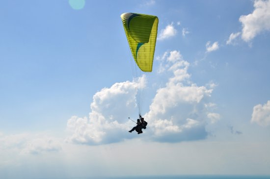 Puerto Naos, Spain: Flying is a thing of birds but the desire to fly is very much part of human nature.