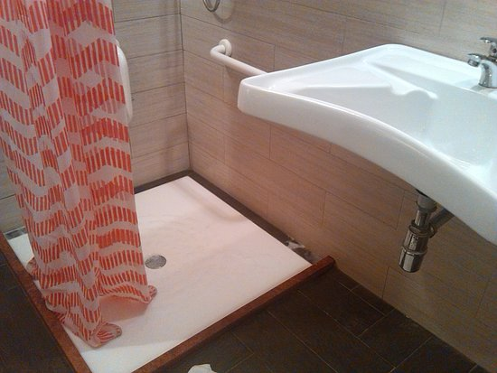 bagno arredamento scadente - Picture of Hotel Repubblica Marinara ...