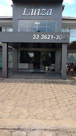 Fachada do hotel- detalhes podem ser vistos no youtube, procure por Hotel Luiza Nanuque- MG