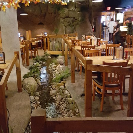Lyons Falls, NY: Stream flowing thru dining area