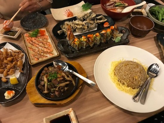 Food to share picture of the sushi bar singapore for Food at bar 38