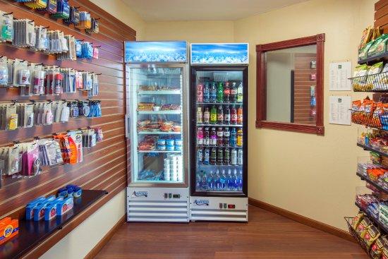 Quality Inn & Suites Liberty Lake: 24-hr Giftshop