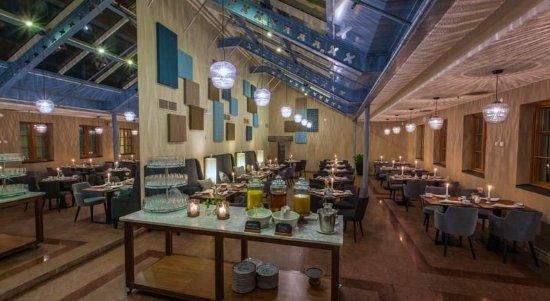 MJ's Hotel: Restaurant