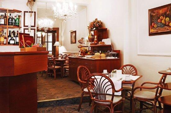 Louren Hotel: Bar/Lounge