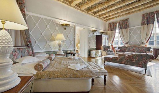 The Bonerowski Palace : Guest room