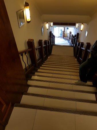 Shangfu Hotel Shanghai Nanjing Road Pedestrian: The stairs to lift