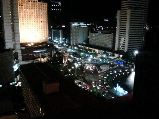 Hotel Indonesia Kempinski: Pemandangan Bundaran HI dari lantai 17