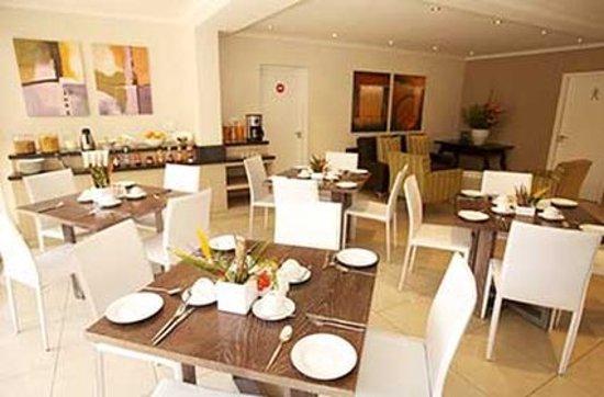 The Capital Villa: Restaurant