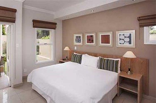 The Capital Villa: Guest room