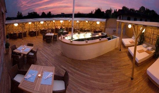 Restaurant design hotel noem arch prices reviews for Design hotel noem arch