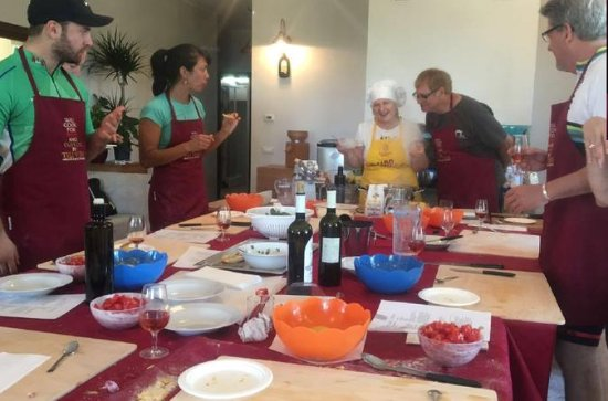 Traditional Cooking Class in Assisi...