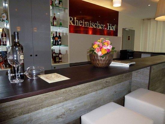 hotel restaurant rheinischer hof bad soden duitsland foto 39 s reviews en prijsvergelijking. Black Bedroom Furniture Sets. Home Design Ideas