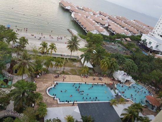 Glory Beach Resort Crowded During School Holidays