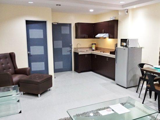 Lucena City, Philippinen: Junior Suite with kitchen set-up