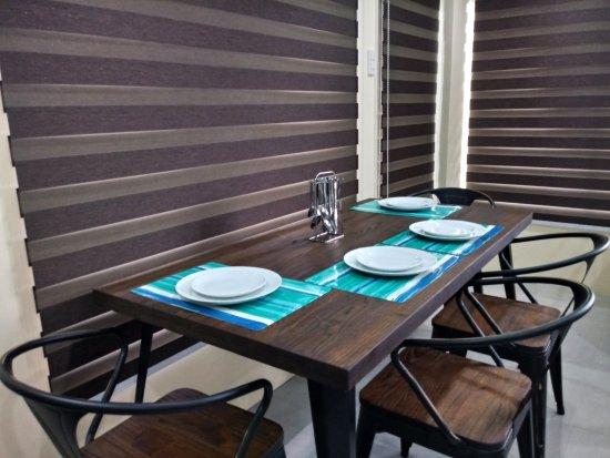 Lucena City, Philippinen: Junior Suite - dining