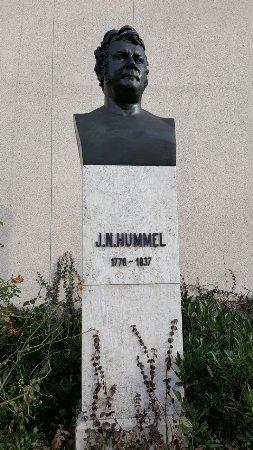 Hummel-Denkmal
