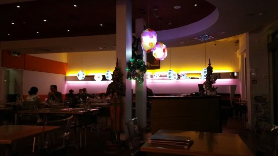 Spices Thai: Interior Lights Are Pink And Yellow.