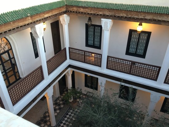 Bellamane, Ryad & Spa: Inside of riad (view from rooftop)