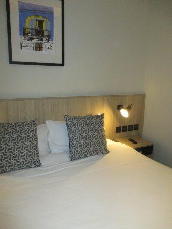 letto king size 2 - Picture of La Falconeria, Valletta - TripAdvisor