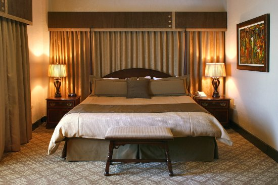 Hotel Baker: A king sized bed with a river view