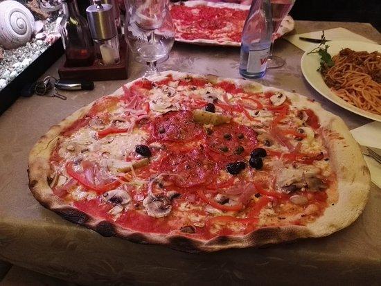 Merelbeke, België: Pizza