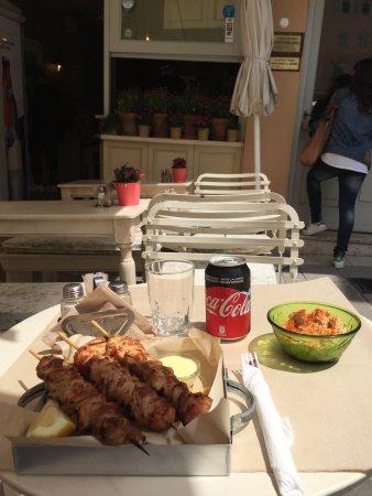 Pane e Souvlaki: Chicken Souvlaki with Pita bread, Fries and Hummus. So delicious