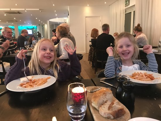 Trebetherick, UK: Happy times in the restaurant